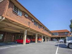 Melbourne St. Georges Motor Inn Australia, Pacific Ocean and Australia St. Georges Motor Inn is conveniently located in the popular Thornbury area. The hotel has everything you need for a comfortable stay. Take advantage of the hotel's free Wi-Fi in all rooms, facilities for disabled guests, express check-in/check-out, luggage storage, Wi-Fi in public areas. Guestrooms are fitted with all the amenities you need for a good night's sleep. In some of the rooms, guests can find te...