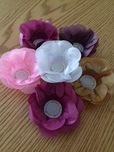 Forminhas camélias coloridas em papel de seda. Confeccionamos na cor desejada de acordo com a disponibilidade da cor do papel.