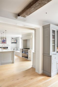 Georgian Farmhouse Kitchen, Hampshire - Humphrey Munson Kitchens #lacanche #countryhouse #dining #room #interior #design #kitchen #inspiration #exposed #ceiling #beam #grey #painted #kitchen