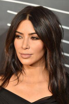 Fim de uma era na maquiagem: A moda do contorno de Kim Kardashian acabou
