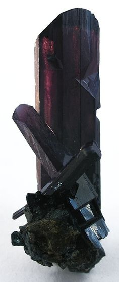 VIVIANITE: 'helps remove negative thoughts acting as an auric cleanser and is very good for the heart, both on a physical and emotional level. It helps remove self-inflicted wounds and low self-esteem. It creates a generous heart, seeing the inter-connecteness and love that truly binds all things in everything.' (NB this specimen is from Idaho, USA) ✫ღ⊰n