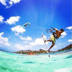 Learn to kite in one of the best #Caribbean spots ! #jtprocenter #unionisland #kitevacation  #kitesurfholidays #kitesurf #grenadines #kitesurfschool #paradise #travel