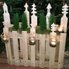 Riciclo pallet: Nuove idee per decorare con i bancali il nostro Natale 2018 Palettenrecycling: Neue Ideen, um unser Weihnachtsfest 2018 mit Paletten zu dekorieren Christmas Wood Crafts, Christmas Decorations For The Home, Noel Christmas, Outdoor Christmas, Christmas Projects, Holiday Decor, Christmas Ornaments, Halloween Lanterns, Theme Noel