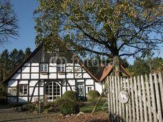 Restauriertes Bauernhaus in Lipperreihe bei Bielefeld im Teutoburger Wald in Ostwestfalen-Lippe