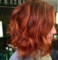 Le wavy dégradé roux peut être vraiment canon sur les cheveux courts. Regardez cette photo à la sortie du coiffeur ! http://macouleurdecheveux.fr/couleurs-cheveux/coloration-rousse/