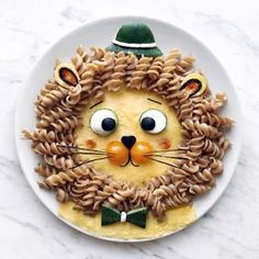 Craft ideas with food on plates motivate you to live a healthier life - Kids Lunch Cute Snacks, Cute Food, Baby Food Recipes, Healthy Recipes, Party Recipes, Creative Food Art, Food Art For Kids, Kids Menu, Healthy Eating For Kids