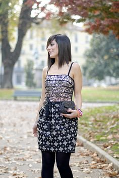 Pinko dress for new years eve http://www.pursesandi.net/pinko-total-look-2 #outfit #fashion #sparkling #black #gold #silver