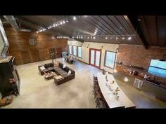 Luxury Barndominiums - On the cutting edge of the barndominium phenomenon, luxury barndominiums embody the essence of the barndo lifestyle. Metal House Plans, Pole Barn House Plans, Pole Barn Homes, House Floor Plans, Barn Garage, Barn Plans, Steel Building Homes, Building A House, Shed Homes