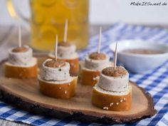 Weißwurst appetizers for Oktoberfest recipe - MakeItSweet.de - pretzel-white sausage-sweet-mustard-fingerfood-oktoberfest-recipe The Effective Pictures We Offer Y - Brunch Buffet, Party Buffet, Party Finger Foods, Snacks Für Party, Oktoberfest Party, Food Humor, Brunch Recipes, Food And Drink, Yummy Food