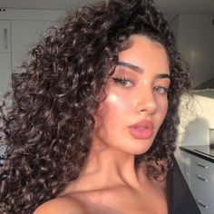 45 pictures of curly-haired women who will make you embrace their waves - Page 31 of 44 - myflyinghair .com - 45 pictures of curly-haired women who will make you embrace their waves hairstyles, hairstyles for - Medium Hair Styles, Curly Hair Styles, Natural Hair Styles, Curly Hair Colour Ideas, Hair Medium, Hair Color, Long Curly Hair, Thin Hair, Curly Girl