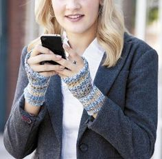 Simple Beginner Lace Mitts free pattern Friday