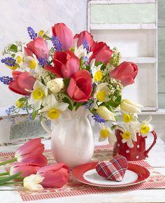 The Little Spring Cottage on Blossom Lane 🌷 Beautiful Flower Arrangements, Floral Arrangements, Ikebana, Beautiful Roses, Beautiful Flowers, Montage Photo, Centerpieces, Table Decorations, Flower Images