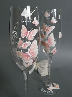 Hand painted Wedding Toasting Flutes Set of 2 Personalized Champagne glasses White and pink Butterfl Diy Wine Glasses, Decorated Wine Glasses, Hand Painted Wine Glasses, Wine Glass Crafts, Wine Bottle Crafts, Bottle Painting, Bottle Art, Painted Champagne Flutes, Champagne Glasses