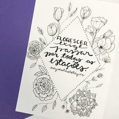 Quem acompanhou os stories de ontem, viu que comprei um livro sobre flores. Tá aí o resultado de algumas que pratiquei! É incrível como fica bem mais fácil desenha-las seguindo os passos da autora. . Pra quem se interessou o livro chama How to draw Modern Florals - Alli Koch. Comprei na Amazon e paguei R$ 69,00 (capa dura, com espiral. Tem a capa comum que é mais em conta) ❤️✏️ . #napontadolapis #frases #lettering #letteringbr #typo #typography #handlettering #nanquim #desenho #draw #letras… Bullet Journal 2, Bullet Journal Ideas Pages, Art Journal Pages, Journal Quotes, Brush Lettering, Lettering Design, Light Quotes, Kindness Quotes, Lettering Tutorial