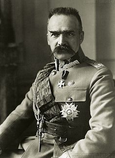 Józef Piłsudski  ☳ https://de.pinterest.com/mariuszebrowski/kawaleria-polska-u%C5%82ani/