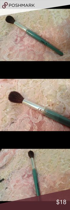 New Senna Cosmetic Application Brush!, Medium # 21 This Is A New Unused Senna Application Brush That's More For Highlighter and Bronzer Applications! Still Has Part Of the Plastic Still On the Brush! It Could Be Used For Blush Application As Well On The Cheeks! It's Called Baby Face # 21 Thanks!❤️2 HOUR SALE❤️ Senna Cosmetics Makeup Brushes & Tools