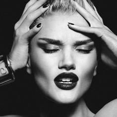 @rosiehw for Lui Magazine France June 2015 ❤  .  .  .  #rosiehw #rosiehuntingtonwhiteley #photoshoot #old #black #white #luimagazine #magazine #france #face #beautiful #lips #makeup #supermodel #model #actress #pregnant #tb #throwback #jasie #jasonstatham