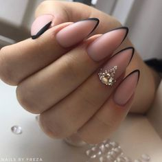 How to choose your fake nails? - My Nails Almond Nails French, French Acrylic Nails, Almond Acrylic Nails, Best Acrylic Nails, Black Almond Nails, Cute Almond Nails, Hair And Nails, My Nails, Shellac Nails