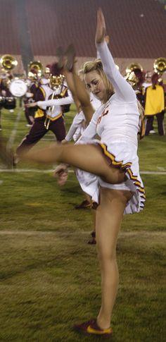 Cheerleader usc football