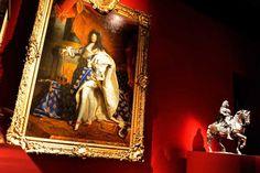 Il «Ritratto di Luigi XIV» di Hyacinthe Rigaud e la scultura «Luigi XIV a cavallo» di Francois Girardon: sono due pezzi della mostra dedicata al Re Sole alla Reggia di Versailles, vicino a Parigi. La rassegna apre il 20 ottobre (fino al 7 febbraio) e mostra alcuni aspetti inediti della vita privata del monarca più famoso della storia francese