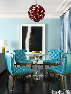 love the blue tufted chairs!