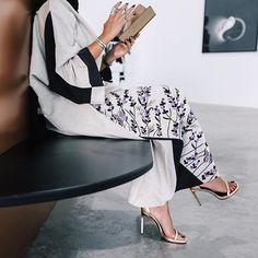 KOODIZ www.amaliah.co.uk Modern Abaya, Modern Hijab, Modest Wear, Modest Outfits, Abaya Fashion, Modest Fashion, Abaya Designs, Muslim Dress, Hijab Outfit