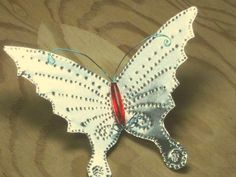 Punched tin, beads, and wiring make this beautiful dragonfly ornament. Tin Can Art, Soda Can Art, Tin Art, Soda Can Crafts, Crafts To Make, Fun Crafts, Arts And Crafts, Aluminum Can Crafts, Metal Crafts