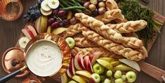 Easy Thanksgiving Appetizers Your Guests Will Love New Year's Eve Appetizers, Thanksgiving Appetizers, Easy Appetizer Recipes, Christmas Appetizers, Party Appetizers, Easy Recipes, Halloween Appetizers, Fondue Recipes, Thanksgiving Feast
