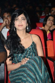 Shruti Hassan At Yevadu Telugu Movie Songs Launch (10) at Shruti Hassan At Yevadu Movie Music Release  #ShrutiHassan