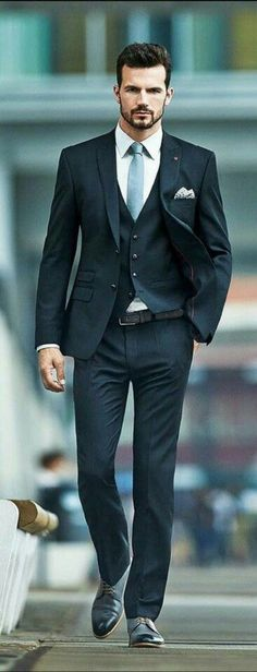 Men's Suits - Le costume gris anthracite homme en 40 photos! - Most Pin Mens Fashion Blog, Fashion Mode, Suit Fashion, Style Fashion, Fashion Menswear, Dress Fashion, Fashion 2015, Office Fashion, Fashion Fall