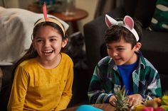 Outfit your own adorable sidekicks in these DIY headbands inspired by Pua and Heihei from Disney's Moana.