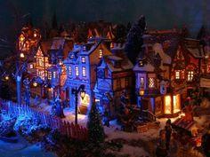 Lemax village Christmas Tree Village, Christmas Villages, Christmas Carol, Diy Halloween Village, Halloween Diy, Village Miniature, Lemax Village, Beautiful Christmas Decorations, Dickens Village