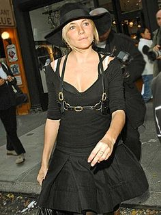 Sienna Miller (and Her Fave Hat) Hit NYC! http://stylenews.peoplestylewatch.com/2006/11/13/sienna-miller-r/