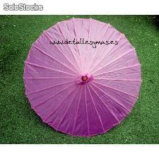 Parasol de tela en fucsia. Sombrillas para bodas. Poden servir per decorar i alhora pel sol.