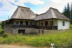 muzeul-satului-bujoreni-valcea-02 Bucharest Romania, Traditional House, Country Life, Old Houses, Cottage, House Design, House Styles, Places, Gardens