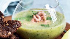 Ved at koge suppen uden låg bevarer du ærternes friske og flotte grønne farve