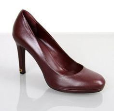 Gucci Leather Heel Platform W/interlocking 296091 New Burgundy Pumps. Get the must-have pumps of this season! These Gucci Leather Heel Platform W/interlocking 296091 New Burgundy Pumps are a top 10 member favorite on Tradesy. Save on yours before they're sold out!