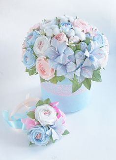 Beautiful Flower Arrangements, Floral Arrangements, Beautiful Flowers, Bouquet Box, Candy Bouquet, Mermaid Outline, Candy Crafts, Crepe Paper Flowers, Diy Gifts