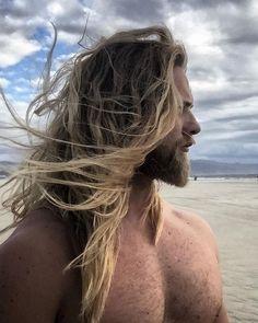 45 Cool Beard Styles for Men that are incredibly Macho Beard Styles For Men, Hair And Beard Styles, Long Hair Styles, Surfs Up, Hairy Men, Bearded Men, Men Beard, Hair Men Style, Viking Men
