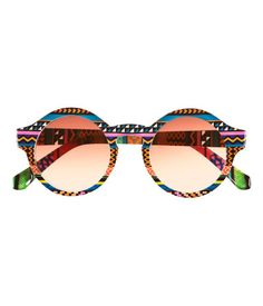 These lovely striped prin sun glases Have 10 buttons of colour pink and red The size is Small, it cost E 10.8