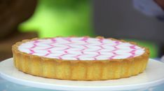This Bakewell Tart recipe by Mary Berry is featured in Season Episode 5 of The Great British Baking Show. British Desserts, British Baking Show Recipes, British Bake Off Recipes, Scottish Recipes, Mary Berry Bakewell Tart, Berry Tart, Bakewell Cake, Tart Recipes, Gourmet