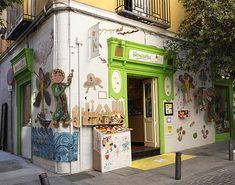 La preciosa tienda de juguetes Kamchatka, en la calle San Agustín, con instalación de Mol Espacio Abierto.