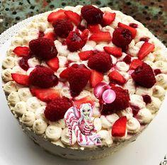 #entremet #fraise #framboise #boudoirs #chantilly #chantillymascarpone #patisserie #homemade #homemadefood #homemadecooking #instafood #marlyleroi #douceursucrees Cheesecake, Desserts, Food, Raspberry, Mascarpone, Gentleness, Tailgate Desserts, Deserts, Cheesecakes