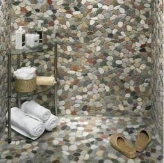 Tumbled Stone Mosaic - would be even cooler w Petoskey stones!