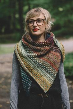 Nightshift, using hand dyed worsted weight yarn, Dream State, by the Spinsters. Pattern by Drea Renee Knits. Christmas Knitting Patterns, Knitting Patterns Free, Knit Patterns, Outlander Knitting Patterns, How To Purl Knit, Textiles, Paintbox Yarn, Red Heart Yarn, Arm Knitting