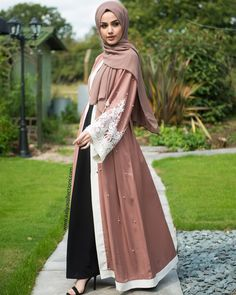The style of Islamic clothing is designed to honour the religion by simply modestly covering the female body and still result in very attractive attire. There are many online Islamic online boutiques from where you can easily buy your beautiful attire. Modern Hijab Fashion, Abaya Fashion, Muslim Fashion, Modest Fashion, Modest Wear, Modest Dresses, Modest Outfits Muslim, Modest Clothing, Eid Outfits
