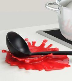 Que faites-vous de votre ustensile dégoulinant lorsque vous cuisinez ?  Fini la cuillère qui coule ou qui brule sur le plan de travail, posez maintenant votre cuillère sur ce repose-cuillère splash.
