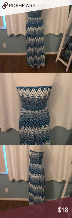 """Old Navy maxi dress Love this dress!!  So comfy and so adorable - I got so many compliments whenever I wore it.  Chevron design, strapless, and fitted under bust to provide super flattering shaping.  I'm 5'10"""" and it reaches my ankles (not all the way to the floor).  This will be a go-to dress for the summer!! Old Navy Dresses Maxi"""