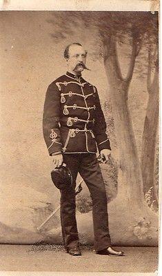 Uraltes CDV Foto um 1860 Offizier Husar Braunschweig Säbel Mütze Totenkopf
