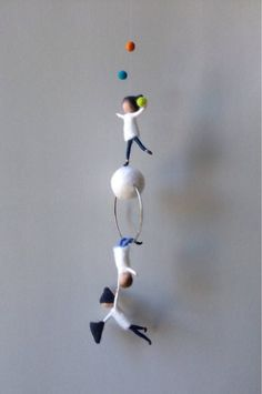Waldorf inspirierte Nadel gefilzt mobil Acrobat Elfe Wichtel